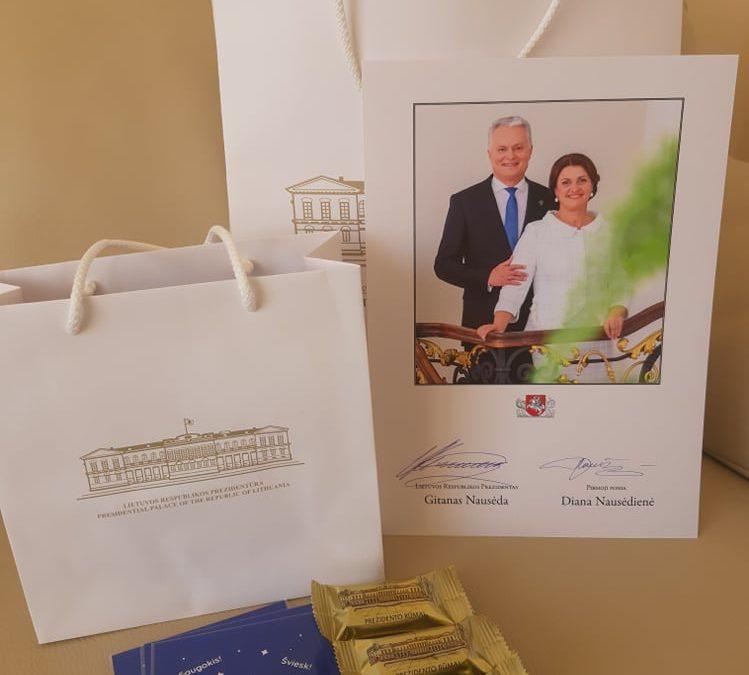 """VšĮ """"Vilties erdvė"""" Specialiosiose dirbtuvėse lankėsi pirmoji šalies ponia Diana Nausėdienė"""